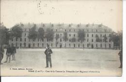 VITRE: Cour De La Caserne La Trémoille 70° Régiment D'Infanterie +Militaria Tampon Du 16° Régiment D´ Infanterie - Vitre