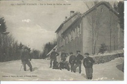 635 - BALLON D'ALSACE - SUR LA ROUTE DU BALLON EN HIVER ( Animées - CHASSEURS ALPIN ) - Francia