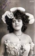 Theater, LALY WILLS, Bildhübsche Junge Dame, Karte Gelaufen 1904 - Frauen