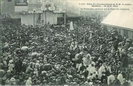 14 Fêtes Du Couronnement De ND De Grace  HONFLEUR 19 Juin 1913 La Procession Arrivant Sur La Place Ste Catherine - Honfleur