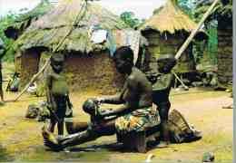 CPM.     REPUBLIQUE DE COTE D'IVOIRE.   A L'heure De La Toilette Dans Un Village. - Côte-d'Ivoire