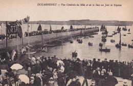 DOUARNENEZ Vue Générale Du Môle Et De La Baie Un Jour De Régates - Douarnenez