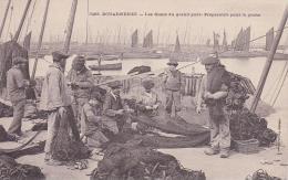 DOUARNENEZ  Les Quais Du Grand Port Préparatifs Pour La Pêche - Douarnenez