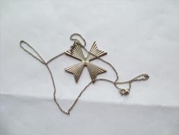CHAÎNE AVEC CROIX METAL ARGENT  POIDS 7,20 Grammes Longueur 44 Cm VOIR PHOTOS - Necklaces/Chains