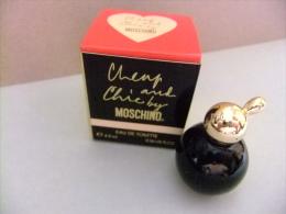 MINIATURE  EAU DE TOILETTE --- CHEAP AND CHIC  - MOSCHINO --   MILAN -- 16 Fl Oz 4.9 Ml  --    ECHANTILLON DE COLLECTION - Miniaturas Modernas (desde 1961)