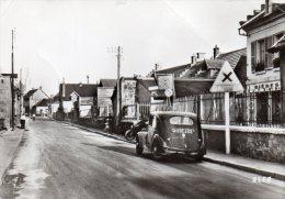 CARTE POSTALE MODERNE. AISNE. BUCY-LE-LONG. RUE DES AMERICAINS. AUTOMOBILE GROS PLAN. 1950. - France