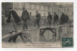 CPA 75  : PARIS  Inondations  1910   Porte D'Ivry    A   VOIR  !!!! - Paris Flood, 1910