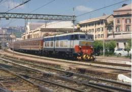 FS 6 Treno Ferrovie Italiane  E 656.061 Genova Sampierdarena Railroad Train Italian Railways Treni Locomotiva - Treni