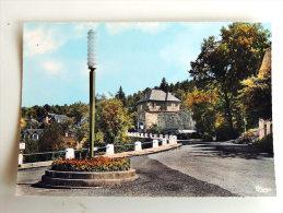 Carte Postale Ancienne : CHAUMEIL : Le Carrefour Et La Route De Monedieres - Autres Communes