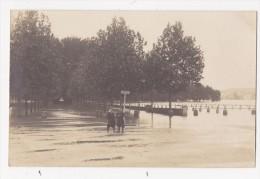 Cpa Carte Photo DECIZE Crue De La Loire Enfants A La Pose ANIMEE 1907 - Decize