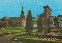MEERHOUT Kerk En Oorlogsstandbeeld - Meerhout