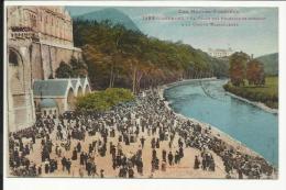 LOURDES , La Foule Des Pèlerins Se Rendant à La Grotte Miraculeuse , 1928 , CPA ANIMEE - Lourdes