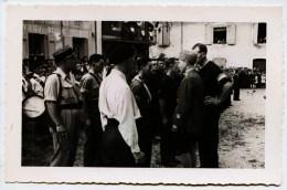 3111 - Isére -  VIRIEU Sur BOURBRE  :  CP Photo - Sur Le Place Du Village Le 30 Aout 1944 ?? - Résistance ? N° 7 - Virieu