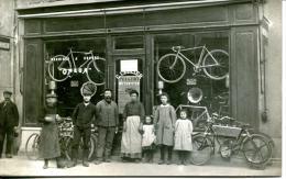 "CARTE PHOTO A SITUER.DEVANTURE MAGASIN.C.CELLIER.MACHINES A COUDRE ""OMEGA ""CYCLES "" PEUGEOT ""MOTOCYCLETTE "" GRIFFON "" - Foto"