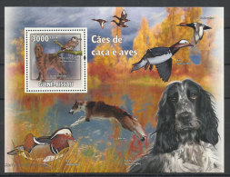 Guinée Bissau Chiens De Chasse Setter Irlandais 2009 ** Guinea Bissau Hunting Dogs Irish Setter ** - Chiens