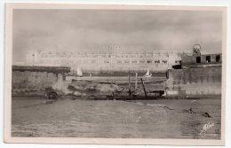 CHERBOURG N°30 D - APRES LA LIBERATION - LES RUINES DE LA GARE MARITIME ET DES CARCASSES DE BATEAUX. - Cherbourg