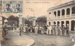 Cochinchine - Saïgon - 11e Colonial, La Visite Des Boys - Vietnam