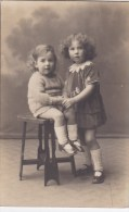 TWO SMALL GIRLS - Gruppi Di Bambini & Famiglie