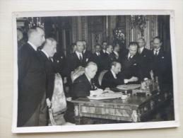PARIS Ministères Affaires étrangères ? Phil Berthelot ? Et Alexis Léger ? Photo 13X18 Env Années 1930 ; Ref 134 - Famous People