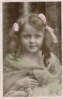 ENFANTS - LITTLE GIRL - MAEDCHEN - Jolie Carte Fantaisie Portrait Fillette Avec Voile Sur Les épaules - Portraits