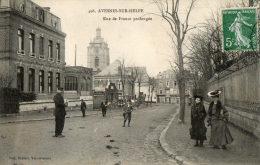 AVESNES SUR HELPE (59) Rue De France Prolongée Belle Animation - Avesnes Sur Helpe