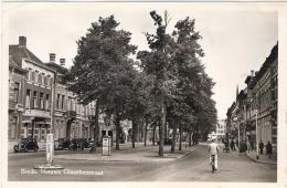 Breda  Levenig Zicht Op De Nieuwe Ginnekenstraat Met Veel Oude Auto's  Echte Fotokaart  1949 - Breda