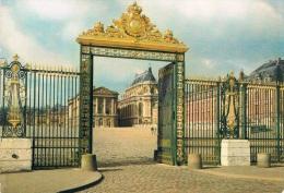 VERSAILLES - E,trée Du Château : La Grille D'Honneur - Carte Neuve - Versailles (Château)