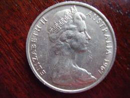 AUSTRALIA 1967 TWENTY CENTS USED COIN. - Decimal Coinage (1966-...)