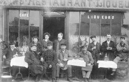 CARTE PHOTO.Café.Groupe De Personnes Et Militaire.Cachet Chemin Vert.PARIS. - Photographie