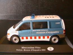 MERCEDES BENZ VITO POLICIA MOSSOS D´ESQUADRA 2004 UNITAT MOBIL D´ATESTATS OLIEX 1/43 - Voitures, Camions, Bus
