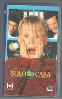 PELICULA En VHS - Original Usada - SOLO EN CASA - Videocasette VHS
