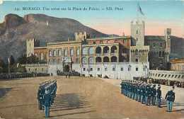 Monaco -ref B728- Monaco -une Revue Sur La Place Du Palais  - Carte Bon Etat - - Monte-Carlo