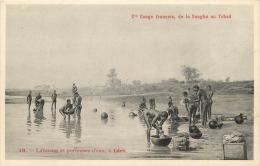 CONGO FRANCAIS DE LA SANGHA AU TCHAD N°19 FEMMES SEINS NUS LAVEUSES ET PORTEUSES D'EAU A LERE - Congo Francese - Altri