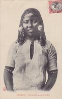 DJ7  --  DJIBOUTI  --  FILLE DANKALI EN TENUE DE FETE   --  1907 - Dschibuti