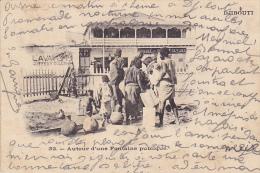 DJ17  --  DJIBOUTI  --  AUTOUR D `UNE FONTAINE PUBLIQUE  --  1905 - Dschibuti