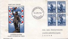 """1956, Dänemark, FDC First Day Cover """"Landsoldaten"""" Mit 4er Block Frankierung - Dänemark"""