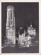 GRANDE PHOTO ANCIENNE - PARIS 75001 - SAINT GERMAIN L' AUXERROIS - BUS - AUTOBUS - TRANSPORTS - PHOTO DE NUIT - Lieux