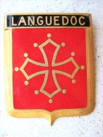 ANCIENNE PLAQUE DE CALANDRE EMAILLEE ANNEE 1950 LANGUEDOC ROUSSILLON DRAGO PARIS ETAT EXCELLENT