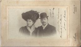 PHOTO Jeune Couple   Beau Chapeau à Plumes Et Chapeau Melon 1904  MAESTRE  BARQUILLO MADRID ESPAGNE - Anonieme Personen