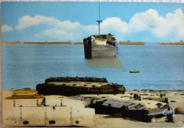 ARROMANCHES Bateau Et Vestiges Du Débarquement - 6 Juin 1944 - Cpsm Non écrite Correcte - Arromanches
