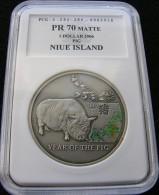Niue 1 $ 2006 Year Of Pig Silver - Niue