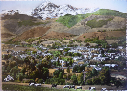 BAGNERES DE BIGORRE Vue Générale, Au Fond, Le Pic Du Midi De Bigorre (2877 M) - Cpsm Non écrite Correcte - Bagneres De Bigorre