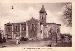 Mazières-en-Gâtine..Belle Vue De L'Eglise Romane..voiture Ancienne - Mazieres En Gatine