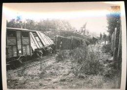 "Photo  -- Train -- "" Resistance  "" Epernon -- Juillet 43 -- Train De Denrees -- Sabotage - Trenes"