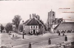 Seignelay - (lot  De 3 Cartes ) - La Halle Et L´ Eglise - La Place De L´ Eglise - Un Coin Pittoresque (agrafe) - Frankrijk