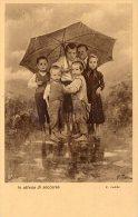 [DC8921] CARTOLINA ILLUSTRATA FIRMATA - BAMBINI IN ATTESA DI SOCCORSO - Old Postcard - Grupo De Niños Y Familias