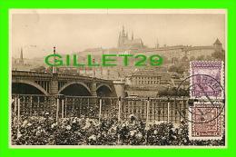PRAGUE, TCHÉQUIE - LE HRADCANY & LE PONT MANES - CIRCULÉE EN 1933 - - Tchéquie