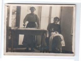 Photo - 2 Femmes Effectuant Des Travaux Ménagers ( Repassage - Couture ) - Other