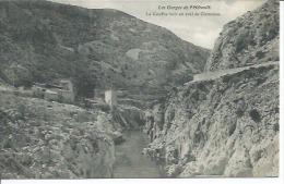 LES GORGES DE L´HERAULT - LE GOUFFRE NOIR EN AVAL DE CLAMOUSSE - Francia