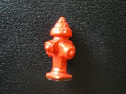 Fève De La Série Sauver Ou Périr ( Pompiers ) - Borne à Incendie - Prime 2011 - Fèves